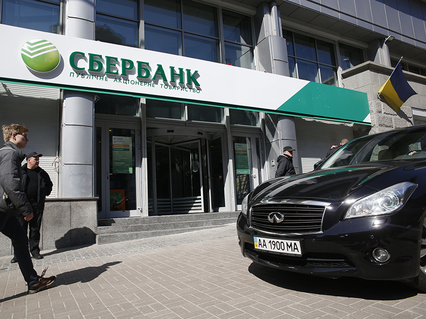 Суд в Киеве арестовал акции украинских дочек Сбербанка ВТБ и ВЭБа
