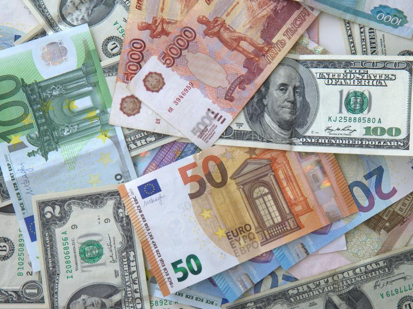 ЦБназвал официальные курсы доллара иевро назавтра