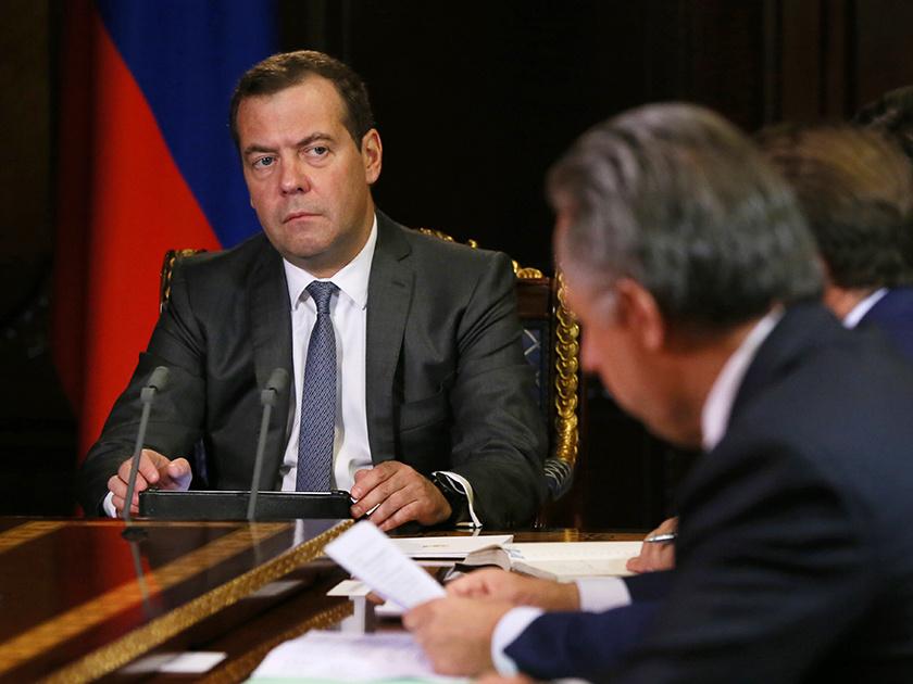 Медведев объявил онеобходимости контролировать реализацию закона опенсиях