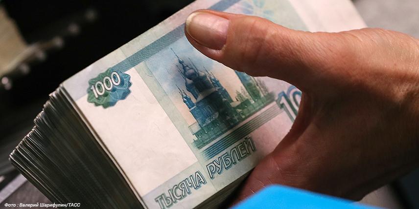 Эксперт РА: россияне продолжают забирать деньги из банков